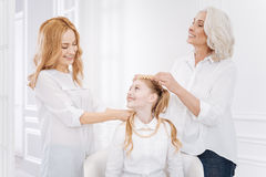 Famille joyeuse se reposant ensemble Image stock