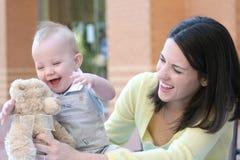 Famille : Mère et chéri Image libre de droits