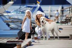Famille marchant des vacances