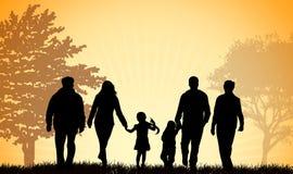 Famille marchant ensemble illustration de vecteur