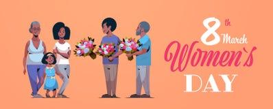 Famille multi heureuse de génération félicitant femmes les hommes internationaux de concept de jour du 8 mars donnant l'afro-amér illustration stock