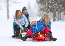 Famille-neige-amusement 06 Image libre de droits