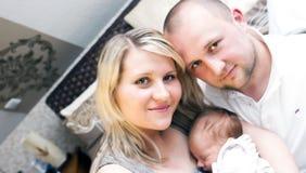 Famille neuve chanceuse Images libres de droits