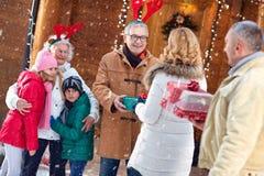 Famille, Noël, Noël, hiver, bonheur et concept de personnes - Photo stock