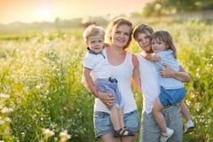 Famille nombreuse avec des enfants Images stock
