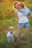 Famille nombreuse avec des enfants Image libre de droits