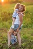 Famille nombreuse avec des enfants images libres de droits