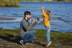 famille Père et fille Loisirs à l'eau photos stock