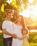 famille Père, mère enceinte et fille Image libre de droits