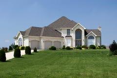 Famille résidentiel à la maison de subdivision de Chambre Photos stock