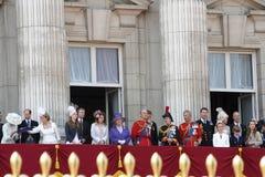 Famille royale à la terrasse du Palais de Buckingham Photographie stock libre de droits