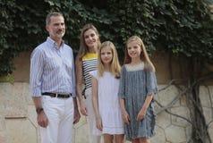 Famille royale de l'Espagne posant au palais de Marivent pendant leurs vacances d'été Images stock