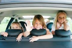 Famille se déplaçant en véhicule Image libre de droits