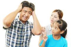 Famille soumise à une contrainte photos libres de droits