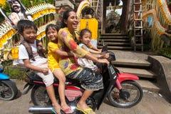 Famille sur la moto Photo stock