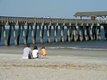 Famille sur la plage Images libres de droits