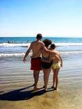 Famille sur la plage Photographie stock libre de droits