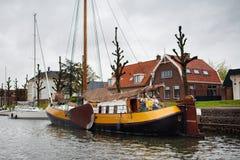 Famille sur le bateau canaux en Hollande, Amsterdam image stock