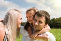 Famille sur le pré Photographie stock libre de droits