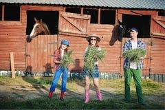 Famille sur le ranch Images libres de droits