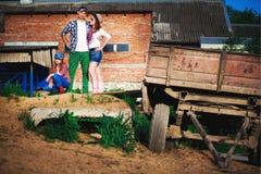 Famille sur le ranch, ferme Photographie stock libre de droits