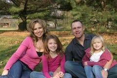 Famille sur le tas Images libres de droits