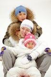 Famille tobogganing Photographie stock