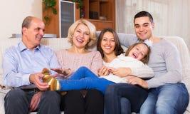 Famille unie dans le salon Photo libre de droits