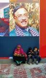 Famille visitant la foire de livre de Kolkata - 2014 Images stock