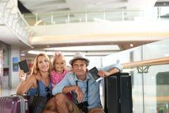 Famille voyageant en avion Photographie stock