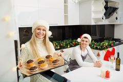 The family bakes cupcakes on Christmas in the kitchen. Royalty Free Stock Images