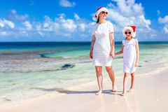 Family at beach on Christmas Royalty Free Stock Photos