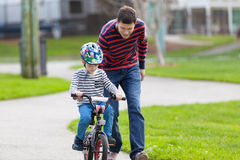 Family biking Royalty Free Stock Photo
