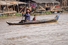 Family in boat, Tonle Sap, Cambodia Royalty Free Stock Photography