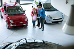 Family buying new car Royalty Free Stock Images
