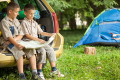 Family with car in nature reading map Royalty Free Stock Photo
