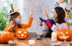 Free Family Celebrating Halloween Stock Images - 196864274