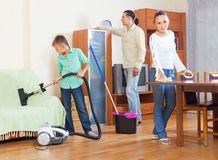 Family cleaning with vacuum cleaner Royalty Free Stock Photography