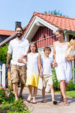 Family coming home from shopping groceries Royalty Free Stock Photography