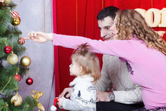 Family decorating a Christmas tree Stock Photography