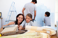 Family decorating a room Royalty Free Stock Photography