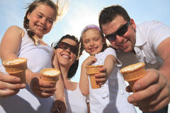 Family eating ici-cream in front of ocean Royalty Free Stock Images