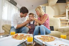 Family eating pizza Royalty Free Stock Photos
