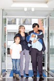 Family entering the hospital Royalty Free Stock Photography
