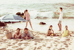 Family with four kids relaxing on beach Royalty Free Stock Photography