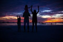 Family of four silhouette in the sunset on the Royalty Free Stock Photography