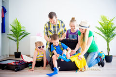 Family going to a seaside Royalty Free Stock Photos