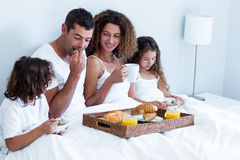 Family having breakfast in bed Royalty Free Stock Photography