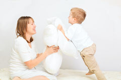 Family having pillow fight Royalty Free Stock Images