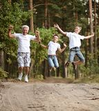Family jumping in park Royalty Free Stock Photos